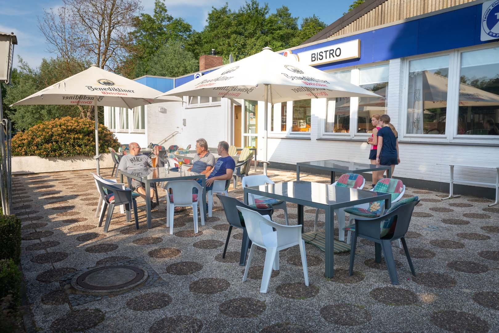 Clubrestaurant mit Außenbereich
